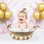 Baddershoot foto baby lachend in een badje